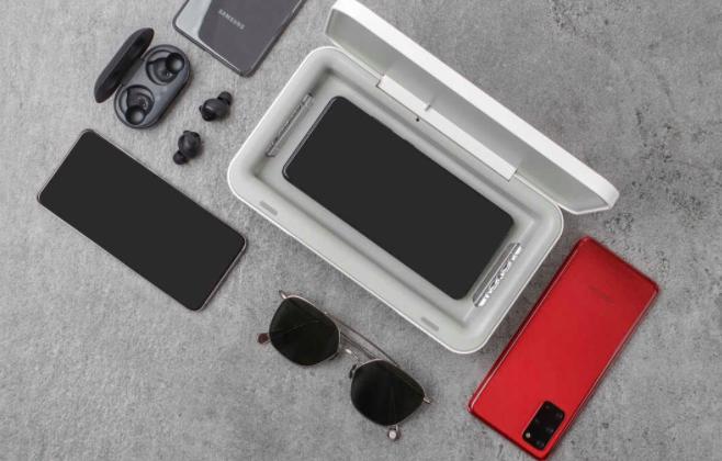 Samsung lancia un caricabatterie wi-fi per la sanificazione del telefono